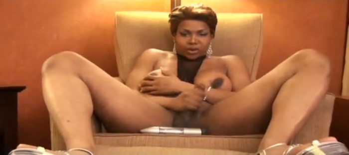 Black Tranny Masturbate and sticks a Dildo up her ass