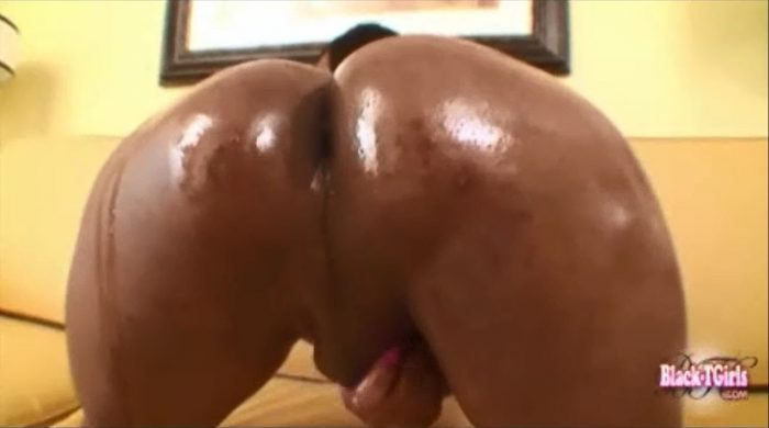 Black Tranny Solo Slut really Like to Masturbates and plays with herself