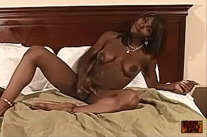 Solo Ebony Tranny on Cam Wacking her Black Tranny Cock