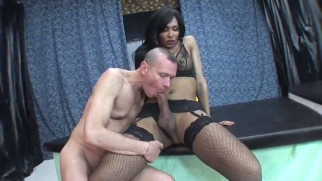 Black shemale Pornstar drop a load in his mouth